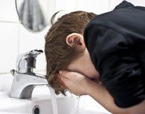 Dents de brossage de jeune gar?on Photos libres de droits