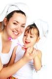 Dents de brossage de mère et de descendant Photographie stock