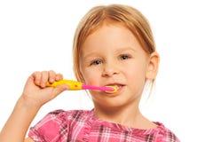 Dents de brosse de fille Image libre de droits