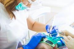 Dents de festin de dentiste images stock