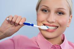Dents de nettoyage image libre de droits