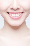 Dents de santé de jeune femme image libre de droits