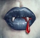 Dents ensanglantées de vampire d'horreur Photographie stock