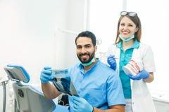 Dentyści Dyskutują Szczególną skrzynkę zdjęcia royalty free
