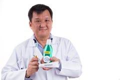 Dentysta poleca tapered szczecina toothbrush, pasta do zębów, mouthw Obraz Stock