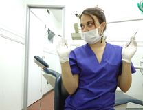 Dentysta z rękawiczkami, maską i gogle, Zdjęcia Stock
