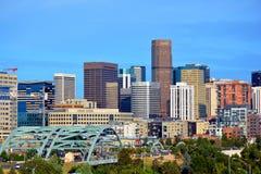 Denver céntrica, rascacielos de Colorado con el parque de la confluencia y t imagen de archivo libre de regalías