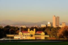 Denver Colorado City Park y horizonte en la salida del sol imagen de archivo libre de regalías