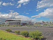 Denver Colorado City Skyline do centro com campo da autoridade dos esportes foto de stock royalty free