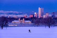 Denver Colorado Skyline i snö Februari 2013 royaltyfri foto