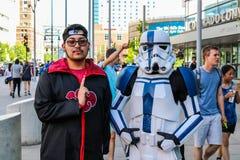 Denver, Colorado, U.S.A. - 1° luglio 2017: Due genti in costume per Denver Comic Con fotografia stock
