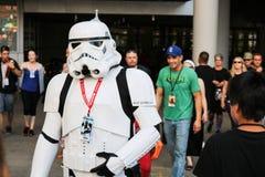 Denver Colorado, USA - Juli 1, 2017: Stormtrooperen på komiker lurar arkivfoto