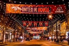 Denver Larimer Square NFL unido na laranja Fotos de Stock Royalty Free