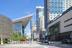 DENVER - 18. MAI 2013: Berühmte blaue Bärnskulptur außerhalb Denver Convention Centers Stockfotografie