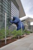 DENVER - 18. MAI 2013: Berühmte blaue Bärnskulptur außerhalb Denver Convention Centers Lizenzfreie Stockfotos