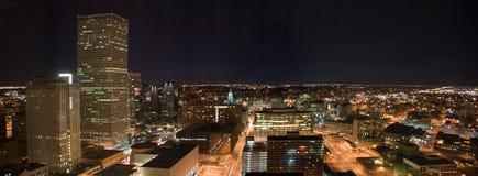 Denver nachts Lizenzfreie Stockfotos