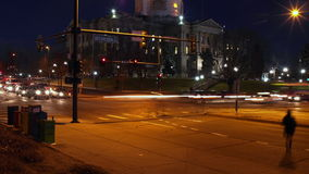 Denver Rush Hour bij het Capitool van de Staat van Colorado stock video