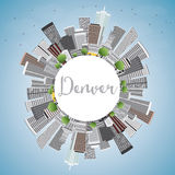 Denver Skyline avec Gray Buildings, le ciel bleu et l'espace de copie illustration libre de droits