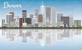 Denver Skyline avec Gray Buildings, le ciel bleu et les réflexions illustration stock