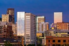 Denver-Skyline an der Dämmerung Lizenzfreies Stockfoto