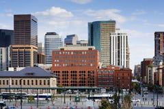 Denver-Skyline von der 16. Straße Stockbild