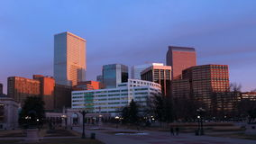 Denver Skyscrapers in Sun luminoso archivi video