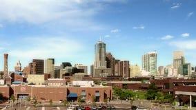 Denver y campus céntricos de Auraria en el anochecer almacen de video