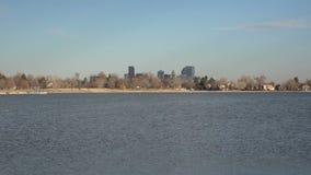 Denver Zoom céntrico hacia fuera del lago Sloans almacen de metraje de vídeo