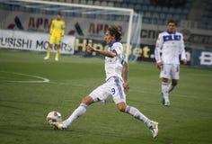 Denys Garmash des Dynamos Kyiv steuert eine Kugel Stockbild