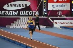 Denys Yurchenko en las estrellas del salto con pértiga de Samsung Imagen de archivo libre de regalías