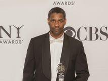 Denzel Washington Comes su grande a sessantaquattresimo Tonys annuale nel 2010 Immagini Stock