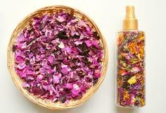 Deodorante organico e naturale con i fiori Fotografia Stock