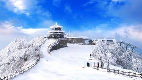 Deogyusan山由雪和早晨雾盖在冬天,韩国 免版税库存照片