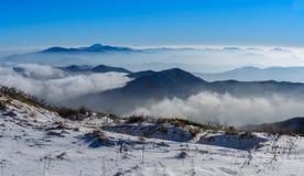 Deogyusan berg och dimma i vinter Arkivbild