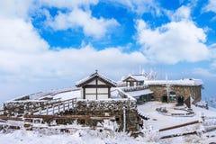 Deogyusan-Berge wird durch Schnee im Winter Korea bedeckt Stockbilder