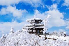 Deogyusan-Berge wird durch Schnee im Winter Korea bedeckt Lizenzfreie Stockfotografie