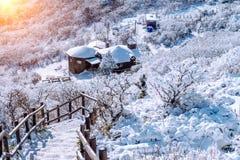 Deogyusan-Berge wird durch Schnee im Winter Korea bedeckt Stockfoto