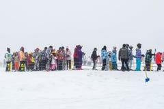 DEOGYUSAN, COREA - 23 DE ENERO: Esquiadores y turistas en Deogyusan Imagen de archivo libre de regalías