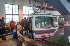 DEOGYUSAN, KOREA - 23. JANUAR: Drahtseilbahn zu Deogyusan-Bergen Stockbilder