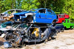 Depósito de chatarra, coches rotos Fotos de archivo libres de regalías