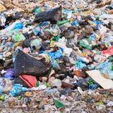 Depósito de chatarra de la basura nacional en vertido Imagenes de archivo