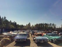 Depósito de chatarra/Scrapyard por completo de coches americanos viejos fotos de archivo libres de regalías