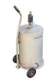 Depósito de gasolina blanco con el aislante de la rueda en el fondo blanco Fotos de archivo