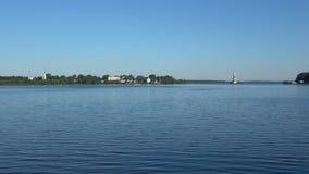 Depósito de Uglich del panorama que pasa por alto la ciudad de Kalyazin Regi?n de Tver almacen de metraje de vídeo