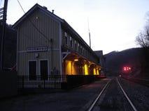 Depósito del ferrocarril de Thurmond en la oscuridad Foto de archivo libre de regalías