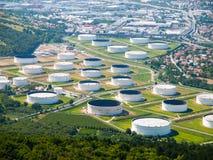 Depósito do petróleo e do produto químico e tanques de armazenamento Foto de Stock Royalty Free