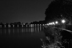 Depósito en la noche en blanco y negro Fotografía de archivo