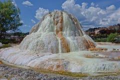 Depósito mineral bastante blanco de la primavera en Pagosa Springs Imagen de archivo libre de regalías