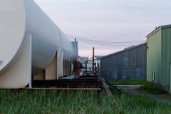 Depósitos de gasolina em uma fábrica de tratamento de Salmom foto de stock