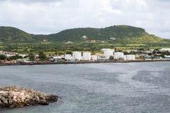 Depósitos de gasolina en la costa verde de St San Cristobal Imagen de archivo libre de regalías